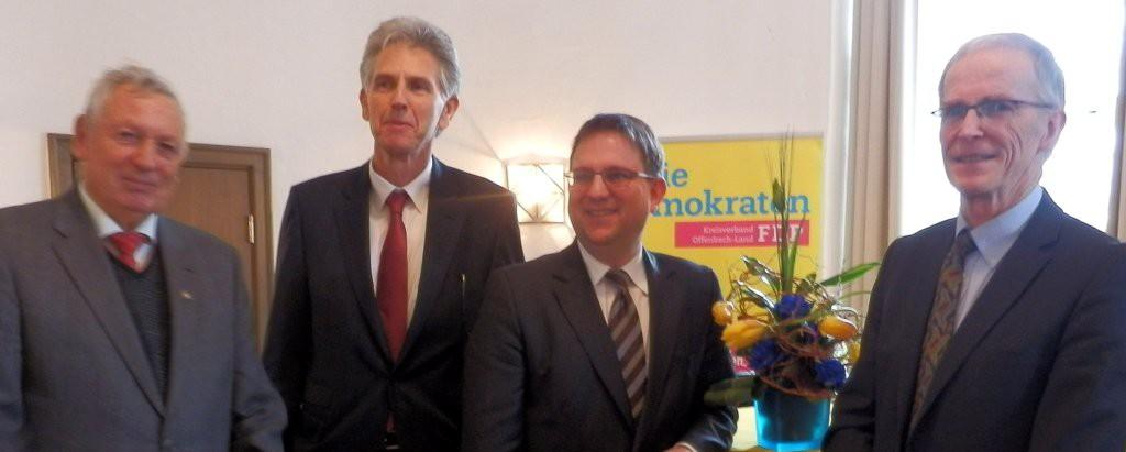 Stadtrat Manfred Ester, Ortsvereins-Vorsitzender Uwe Klein, Landesvorsitzender Dr. Stefan Ruppert und der Heusenstammer FDP-Fraktionsvorsitzende Dr. Rudolf Benninger (von links).