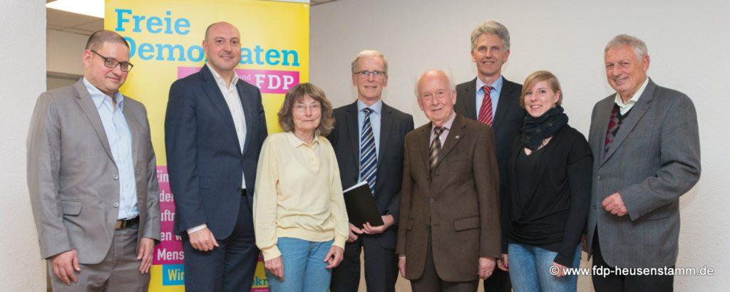 Auf dem Bild sind von links nach rechts zu sehen: Stefan Fehrenbach, Stefan Joe, Gertrud Steiner, Dr. Rudolf Benninger, Dr. Rolf Bollinger, Uwe Klein, Anna Bauer und Manfred Ester.
